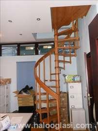 Drvene kućne stepenice