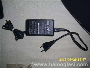 Micron adapter  19v 2.6A rezervisano