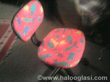 Prodaje se dečija stolica za radni sto