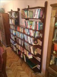 Metalna polica za knjige