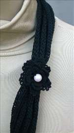 Interesantna crna ogrlica