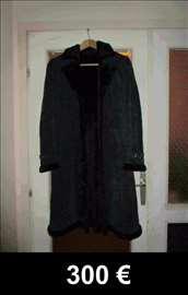 Prodajem bundu - prava izvrnuta koža,crni velur