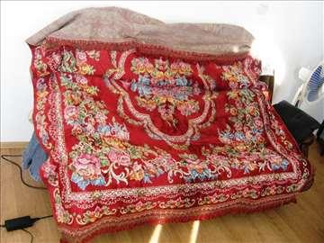 Plišani prekrivač za bračni krevet