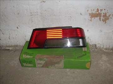 pezo 405 stop svetlo desno plastika 87-92