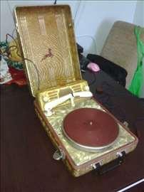 prodajem stari gramofon