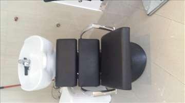 Dve stolice i šamponjera