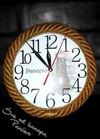 Veoma dekorativni zidni satovi različiti