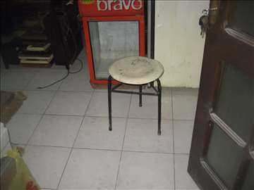 Stolica bela okrugla