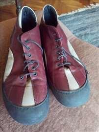 Sportske cipele marke Bata