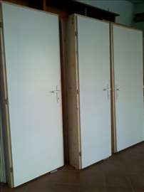 Sobna vrata sa drvenim štokom