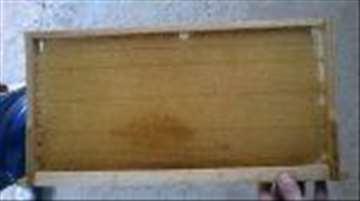 Prikolice za pčele, ramovi sa izgrađenim sačem