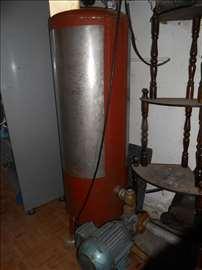 Cisterna, hidrofor i motor
