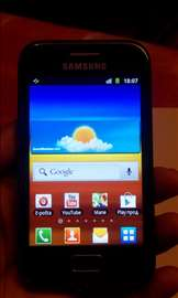 Vrlo očuvan Samsung telefon