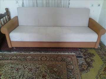 Prodajem Simpov kauč