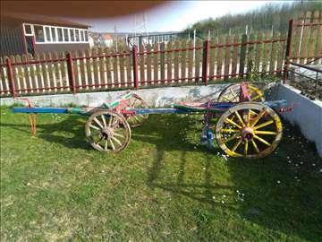 Stara drvena, volovska, zaprežna kola