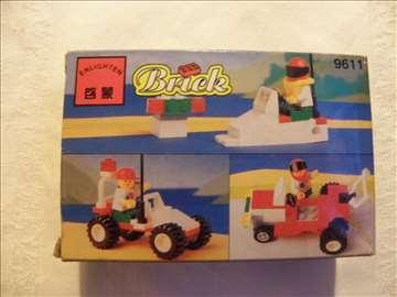 Brick auto sa prikolicom (a la Lego)Kina