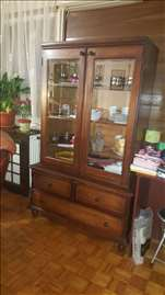 Prodaje se vitrina vrlo povoljno zbog selidbe