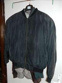 Crna svilena kratka muška jakna