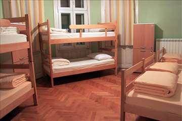 Kreveti, dušeci, pult, bračni krevet, ormarići sto