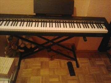 Električni klavir/klavinova