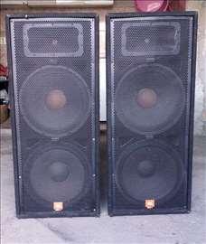 Dve zvučne kutije marke JBL