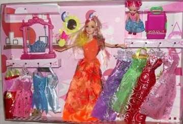 Set barbika sa 9 haljina koje se menjaju