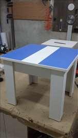 Akcija klub sto u plavo-beloj boji
