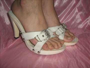 Bele papuče sa šnalom