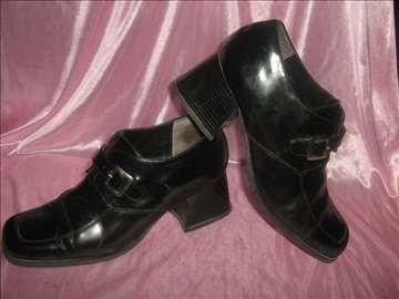 Cipele sa debljom štiklom