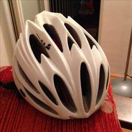 Las kaciga za biciklu