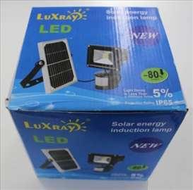 Solarni LED reflektor sa senzorom - novo