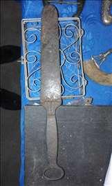 Stari nož-odlivak