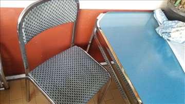 Metalni sto i 4 stolice