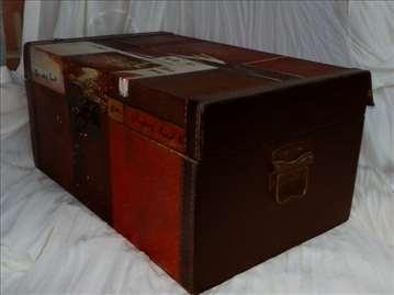 Ukrasni kovčeg od drveta, oslikan