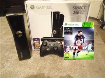 Xbox 360 flešovan + 5 igrica - FIFA16