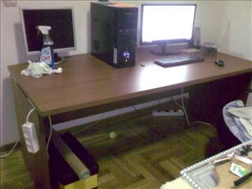 Kancelarijski sto