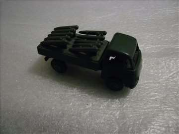 CSSR vojni kamion 9 cm, plastični, nosač raketa