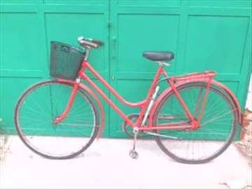 Prodajem ženski bicikl