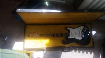 Sunn mustang indijska kopija Fender Stratocastera