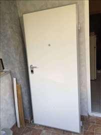 Prodajem sigurnosna vrata