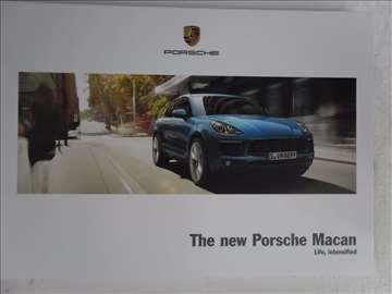 Prospekt Porsche New Macan.134 str. ,25 x 17 cm.