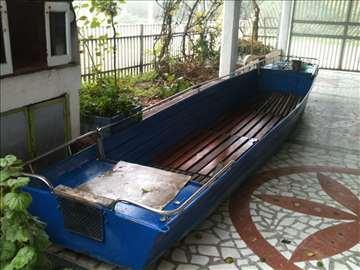 Čamac i motor