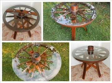 Dekorativni sto od drvenog tocka