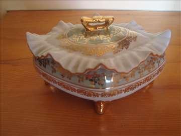 Porcelanska činija