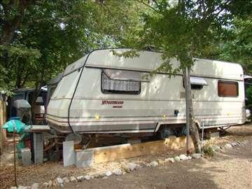 Kamp prikolica u odličnom stanju na KRK-u