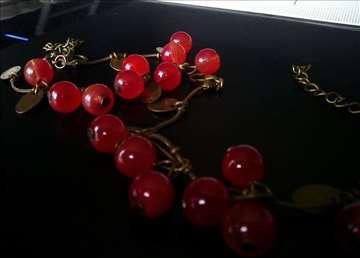 Boho narukvica sa crvenim perlama novo