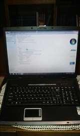 Laptop MSI u odličnom stanju