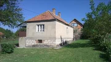 Prodajem useljivu kucu HITNO Barajevo