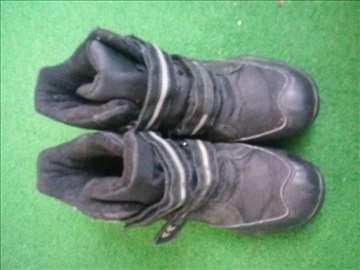 Crne zimske čizme