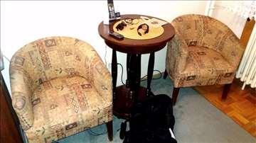 Dve fotelje i sofa
